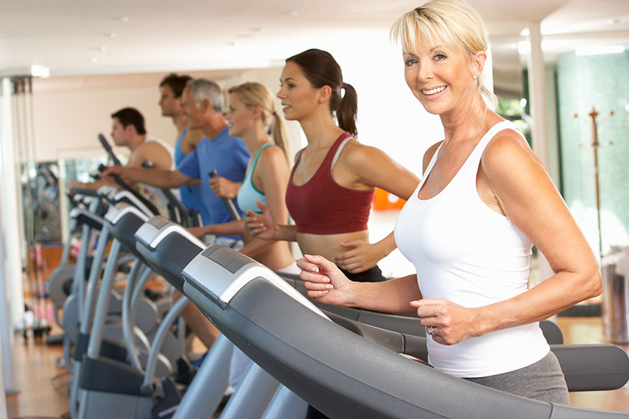 treadmill-blond-with-group-for-corporate-sales